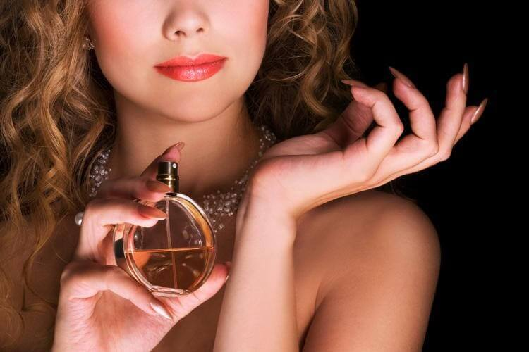parfüm seçimi, parfüm nasıl seçilir, parfüm seçmenin püf noktaları